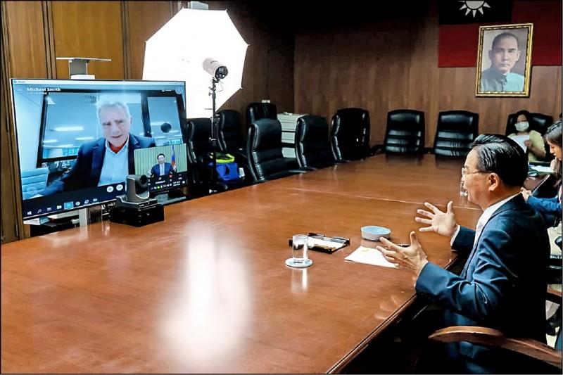 外交部長吳釗燮5月4日接受澳洲金融評論報記者Michael Smith視訊專訪,6日報導出刊。(外交部提供)