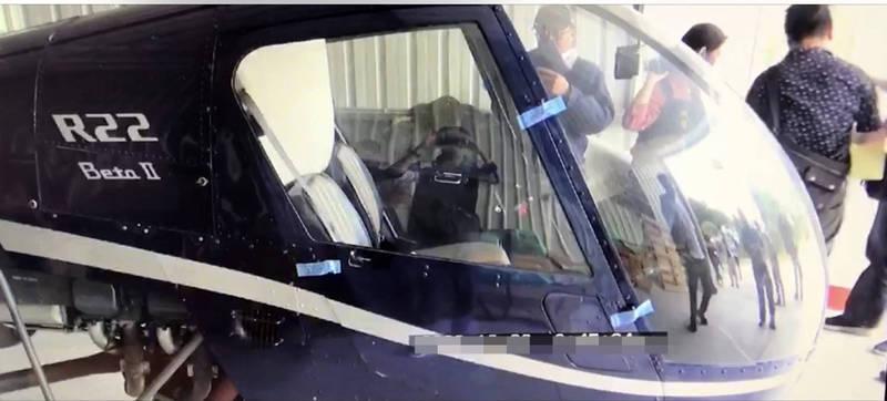 南投檢警搜索廖姓台商的名間倉庫,有未組裝完成的直升機。(記者陳鳳麗翻攝)