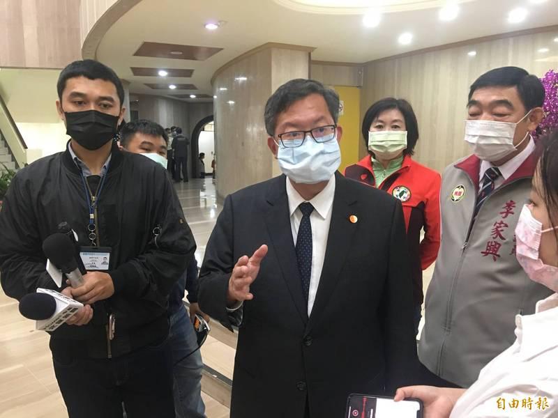 桃園市長鄭文燦受訪時表示,針對諾富特飯店違反傳染病法問題,今天將開出第一張、1.5萬元罰單。(記者謝武雄攝)