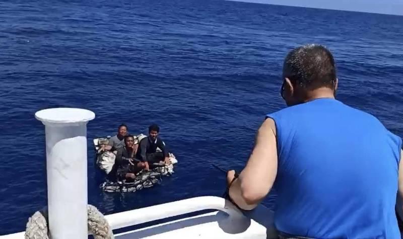 客輪救起漂流海上的3名船員。(民眾提供)