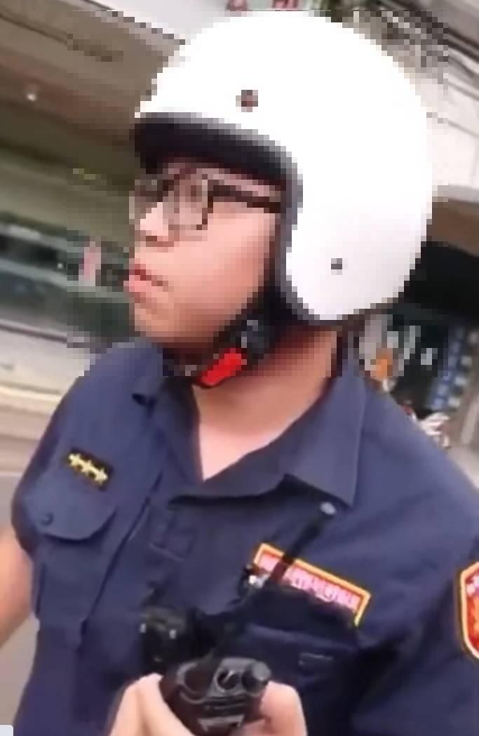 莊姓警員嗆民眾「道歉如果有用的話,警察就不用幹啦!」引來許多網友批評。(取自網路)