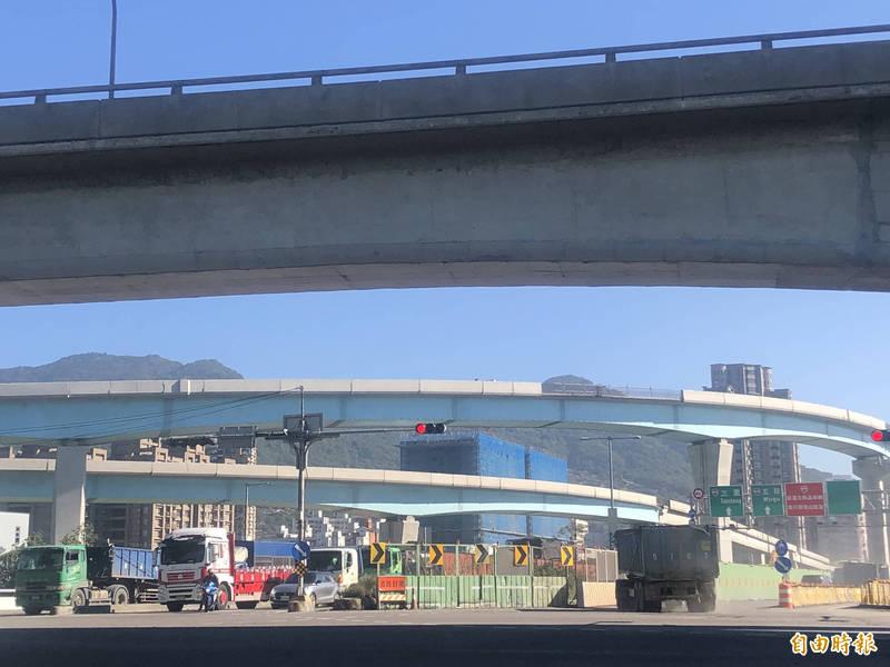 台64線增設南向匝道預計年底前動工,屆時台北港端將全面封閉約40天。(記者周湘芸攝)