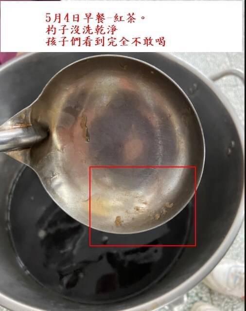 家長抱怨餐具清洗不乾淨。(廖宜琨服務處提供)
