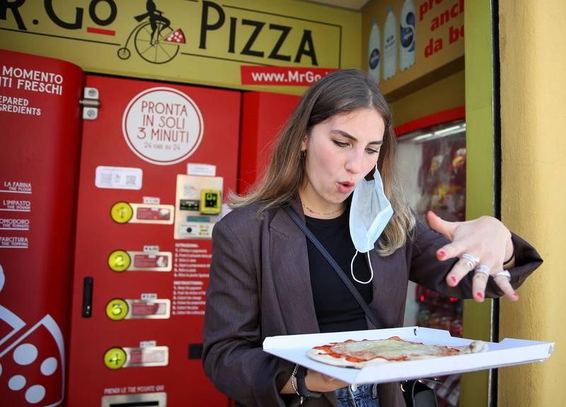 羅馬首台披薩自動販賣機 義大利人好奇又恐懼