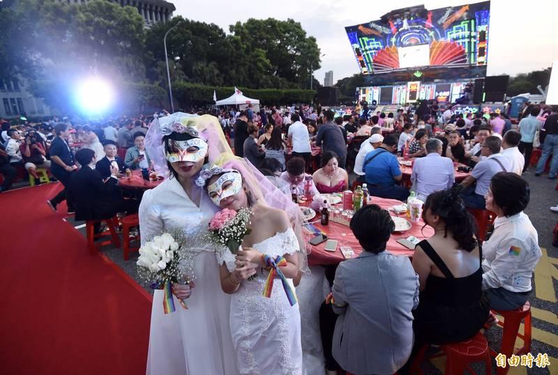 伴侶盟呼籲戶政單位從善如流、應讓跨國同婚登記,不要妨礙人民結婚的權利。圖為凱道同婚宴。(資料照)