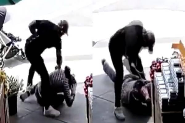 日前推特上瘋傳1段監視器畫面,1名推著嬰兒車的亞裔父親,在人行道上遭陌生男子揮拳攻擊好幾下後倒地。(圖截取自@DrEricDing推特)