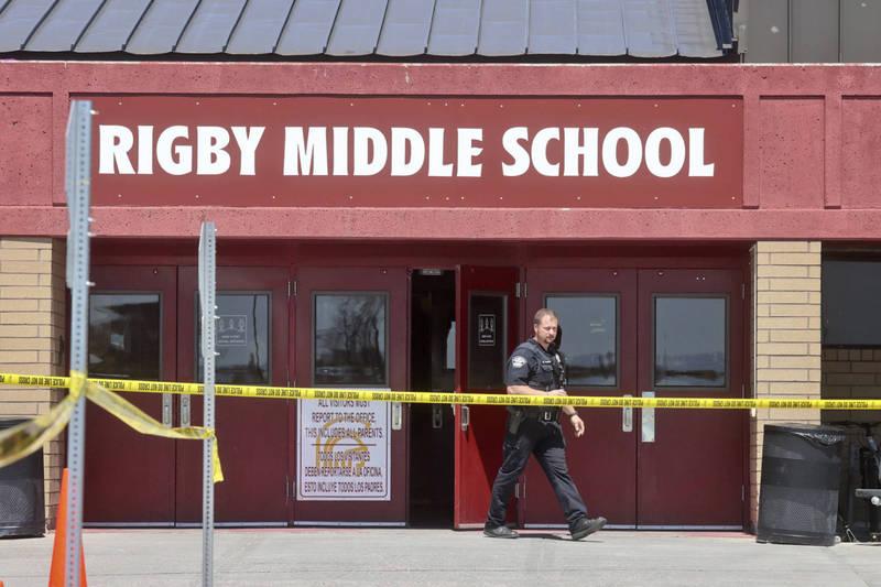 美國愛達荷州東部今天發生校園槍擊案,造成2名學生和1名教職員受傷,開槍嫌犯為一名年僅12歲左右的六年級女學生。這名女學生犯案當下即被老師空手制服,目前已被逮捕歸案,全案仍在調查中。(美聯社)