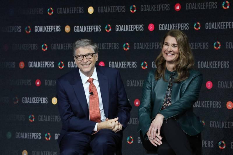 微軟創辦人比爾蓋茲(左)與妻子梅琳達(右)離婚後,已將逾18億美元股票轉讓給梅琳達。(法新社)