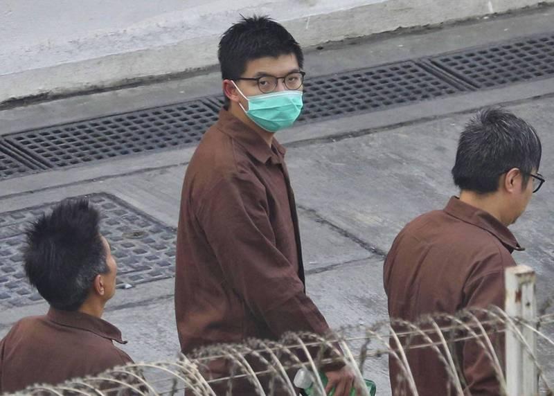 前香港眾志秘書長黃之鋒(見圖)等4人因為去年參加紀念「六四」燭光晚會,昨天被法院判處有期徒刑。美國國務卿布林肯今天透過推文呼籲釋放他們。(歐新社)