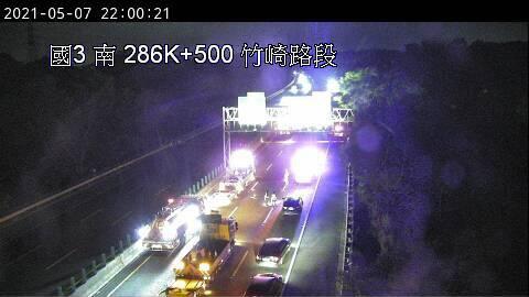 國道3號今(7日)晚間發生4車連環車禍。(圖取自國道即時影像)