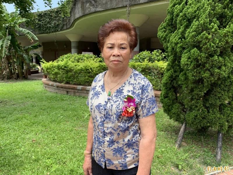 81歲宋純,人稱「阿雪姨」,是南方澳魚市場知名的魚貨承銷人,頗受漁船﹑餐廳業者信賴。(記者蔡昀容攝)