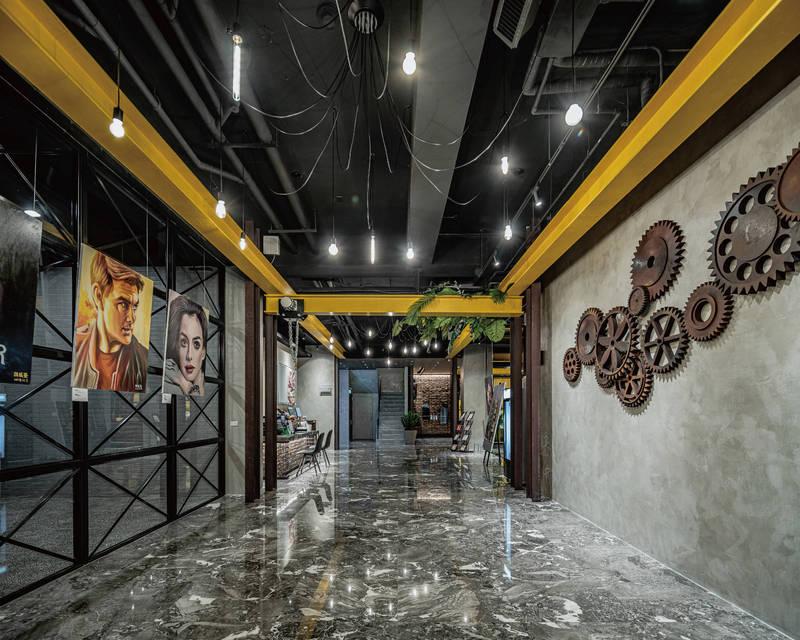 全球矚目的2021 iF設計「金質獎」獎落台南《OINN巷弄潮旅》,也是台灣旅店唯一。(記者王姝琇翻攝)