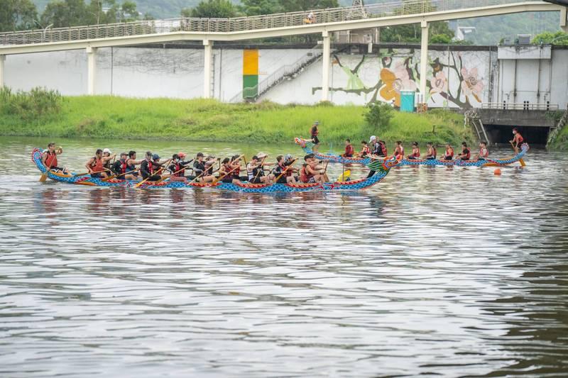 台北市大佳河濱公園龍舟碼頭今日起至6月9日,開放參賽隊伍事前預約前往練習。(體育局提供)