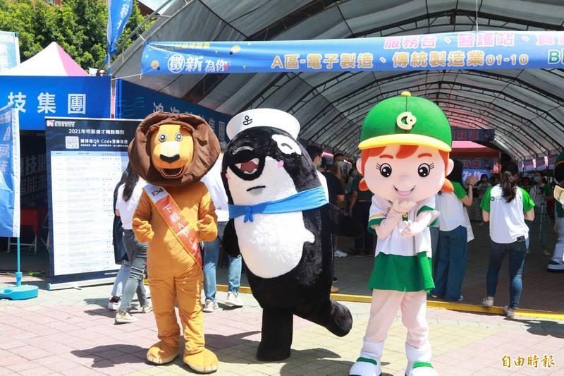 高屏地區就業博覽會在中山大學舉行。(記者黃旭磊攝)