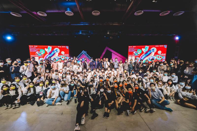 2021青春設計節今在駁二正港小劇場舉行創意競賽頒獎,也宣告今年活動正式落幕。(高雄市文化局提供)