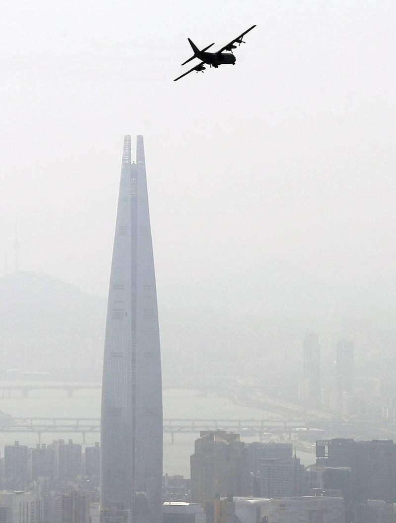 南韓首爾7日受到超強沙塵暴影響,市區遭黃白沙籠罩呈現一片白。(歐新社資料照)