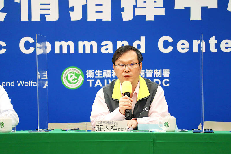 Centers for Disease Control Deputy Director-General Chuang Jen-hsiang speaks at a news conference in Taipei yesterday. Photo courtesy of the Central Epidemic Command Center