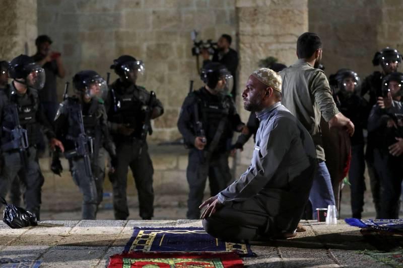 週五在耶路撒冷的阿克薩清真寺,以色列和巴勒斯坦發生衝突。(路透)