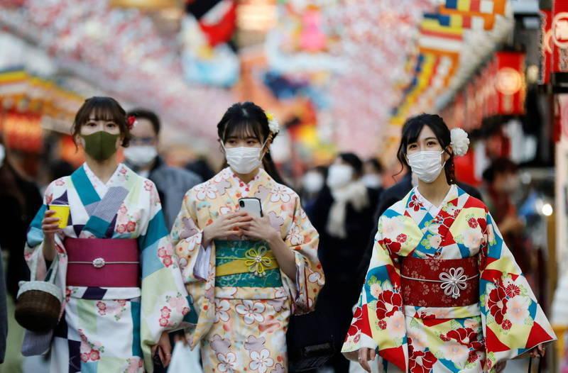 日本今(8)日新增7249例確診,除了是單日第3次突破7000例,確診數也是史上第3多,前2次分別為今年1月9日的7855例,以及本月10日的7621例。(路透)