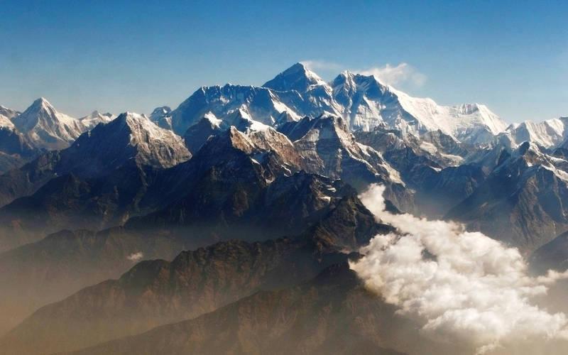 尼泊爾51歲雪巴嚮導利塔週五第25度攻頂聖母峰,打破了自己先前創下的世界最高峰攀登次數紀錄。(路透檔案照)
