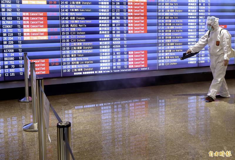 我國安排醫療專機從印度德里英迪拉.甘地(DEL)國際機場機場起飛,協助後送確診人員回國,預計今日下午4點50分抵達桃園機場後,直接送醫院治療。(資料照)