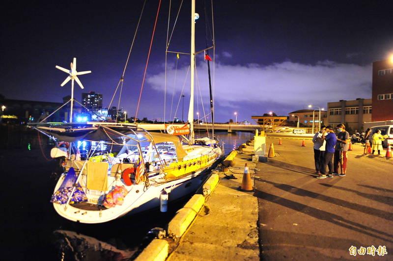 50呎的動力帆船a votre sante(法語為乾杯之意),創下全國帆船的航海紀錄,從馬來西亞蘭卡威橫渡2590海浬,成為國內第一艘穿越馬六甲海峽、體積最小的帆船。(記者王捷攝)