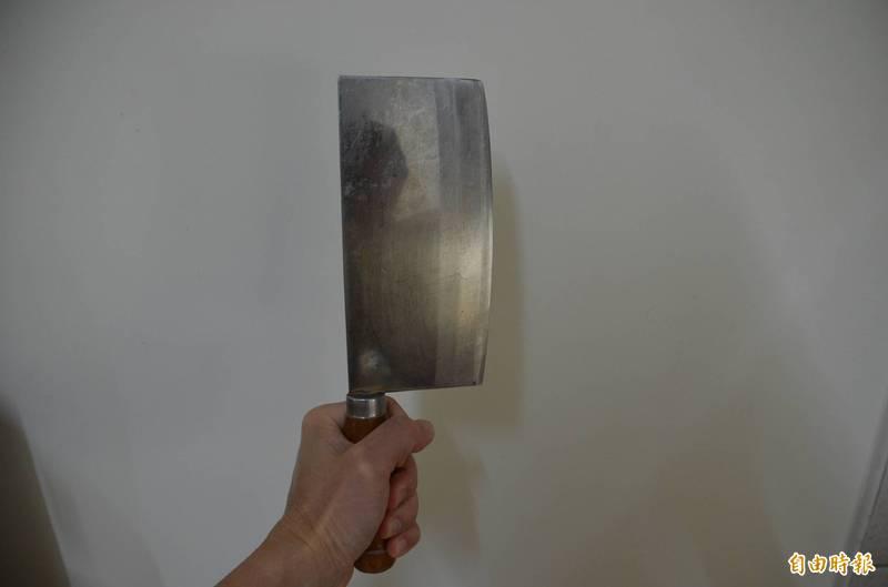 楊姓男子變裝持菜刀搶劫加油站,得手3600元,被判刑8年半。示意圖。(記者李立法攝)