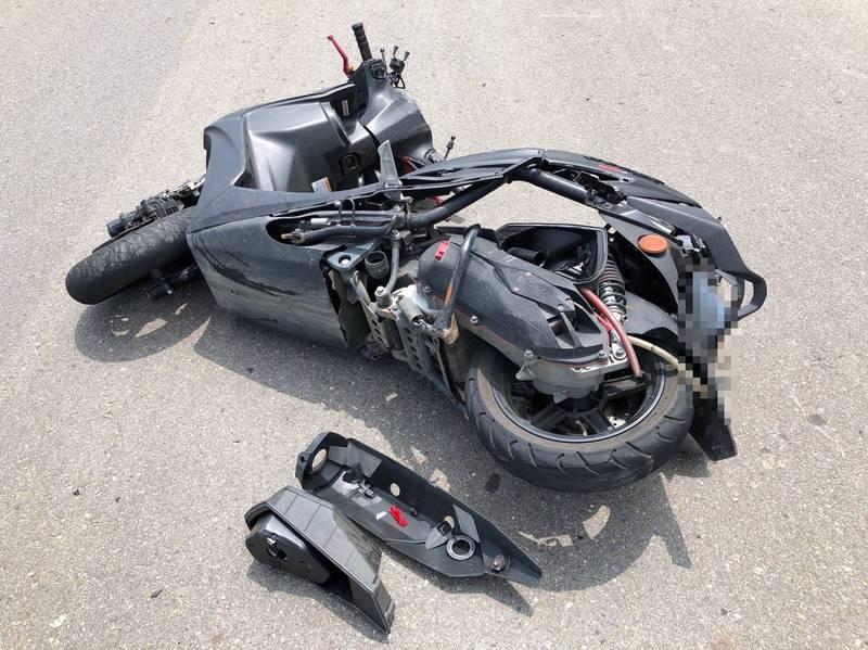 母親節前夕,18歲騎士與休旅車碰撞搶救不治。(記者蔡政珉翻攝)
