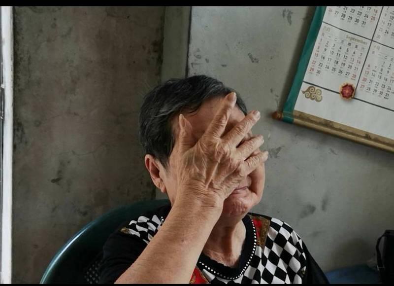 「乖孫快回來!」中正大學劉姓女學生失蹤14年,今天適逢母親節,與劉女最親的85歲阿嬤痛哭失聲,許下母親節心願,希望孫女能夠平安歸來。(民眾提供)