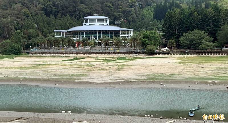 日月潭伊達邵纜車站一週前還可見小湖泊模樣。(資料照,記者謝介裕攝)