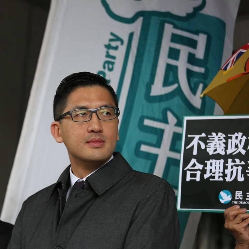 香港民主黨前立法會議員林卓廷,在母親節前夕寫了一封信給母親,感謝母親多年來讓他自由選擇自己的路。(取自林卓廷臉書)