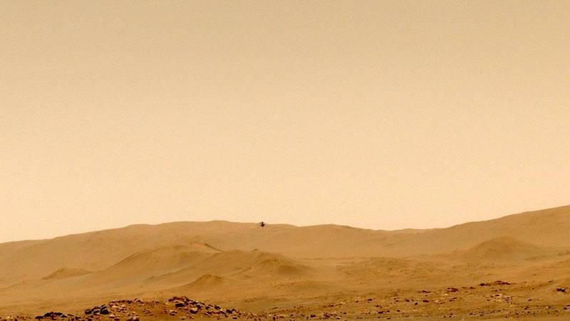 火星微型直升機「機智號」日前進行第五次試飛,再度創下新的里程碑,完成首度單程轉場飛行,飛到129公尺處的地點降落。(歐新社)