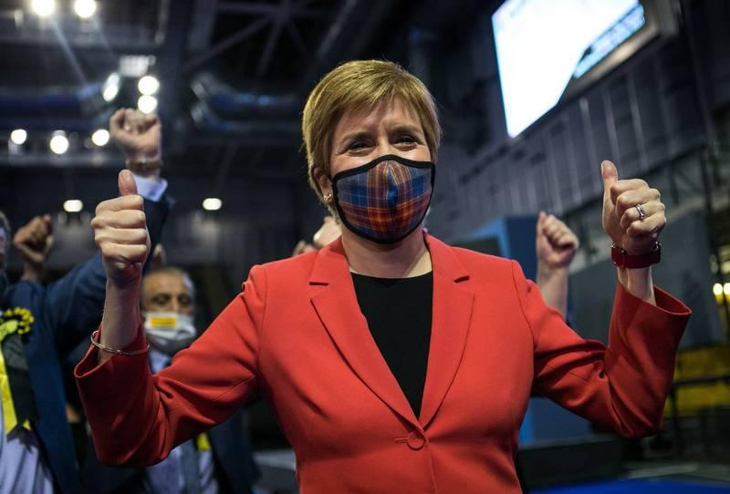 「蘇格蘭民族黨」在蘇格蘭議會的129席中贏得64席,蘇格蘭首席部長、蘇格蘭民族黨黨魁史特金表示,疫情過後將再度推動獨立公投。(法新社)