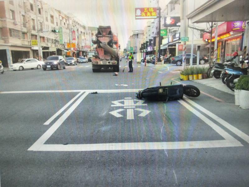 台南一名鄭姓男子7日駕駛預拌混凝土車,與一名薩爾瓦多籍高姓女子發生車禍,高女因頭部破裂重創,送醫後仍宣告不治。(民眾提供)