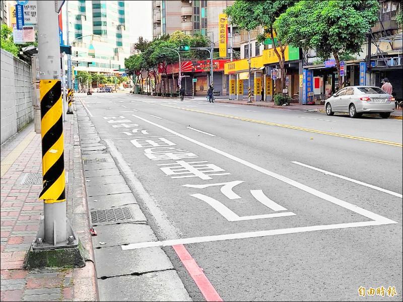 為預防交通事故,新北今年起增加公車停靠區長度,方便乘客安全上下車。(記者賴筱桐攝)