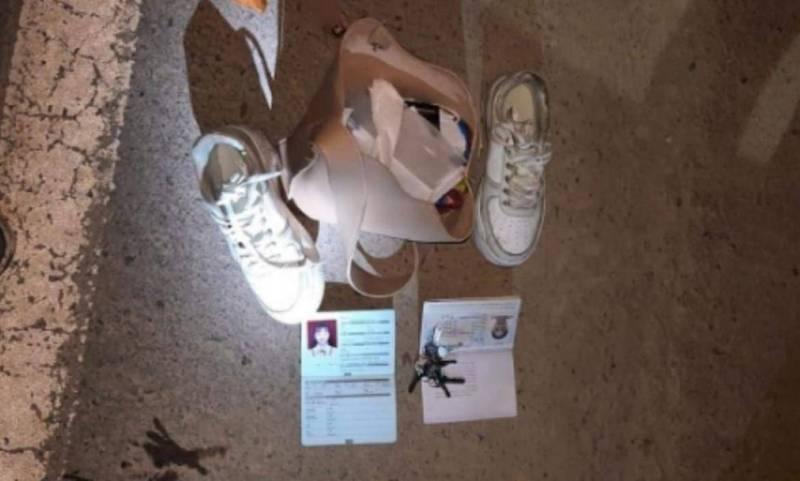 綜合中媒報導,22歲女子婁遙雨(Lou Yaoyu,音譯),2020年11月起,在當地一家礦業公司擔任翻譯,5月4日下班後卻突然消失,5日下午,消防員在公司營地附近的一處森林發現婁遙雨放有護照、鑰匙等物的背包以及運動鞋。(擷取自微博)