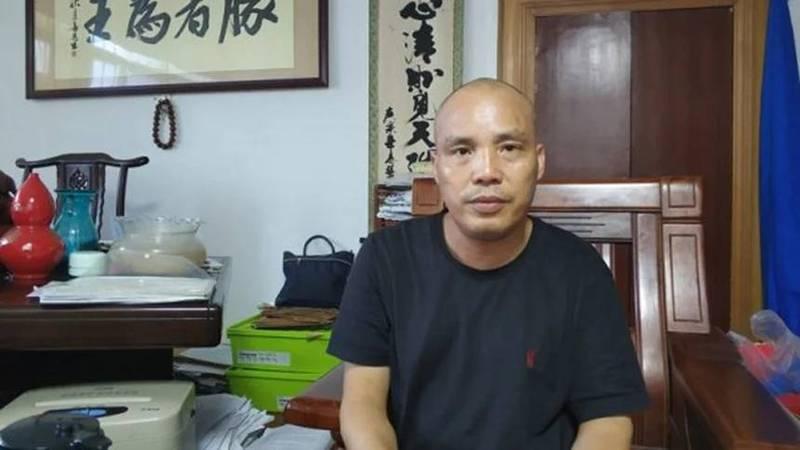 中國維權師覃永沛因舉發公安系統黑勢力而遭到迫害,2019年被關押至今,9日終於與年近90的母親透過視訊會面。(取自網路)