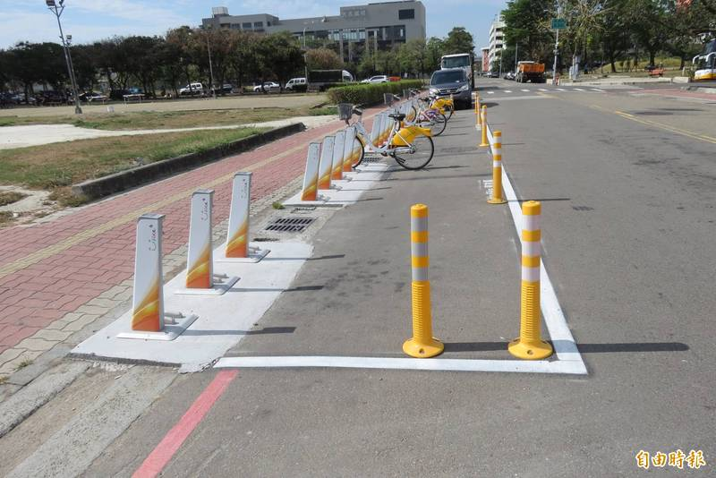 有市民反映,靠近自由路三段的自由三街上新增一處Youbike2.0站,實在太危險(記者蘇金鳳攝)