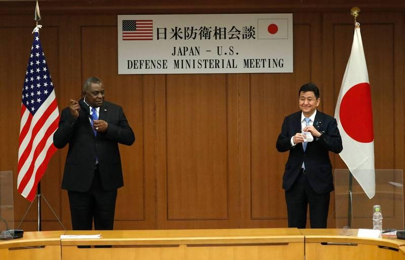 日本防衛大臣岸信夫3月16日在東京會見美國國防部長奧斯汀。(法新社檔案照)