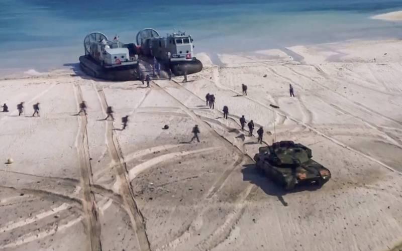 中國海軍陸戰隊在最近的演習中模擬登島作戰。(取自中國海軍官方微博)