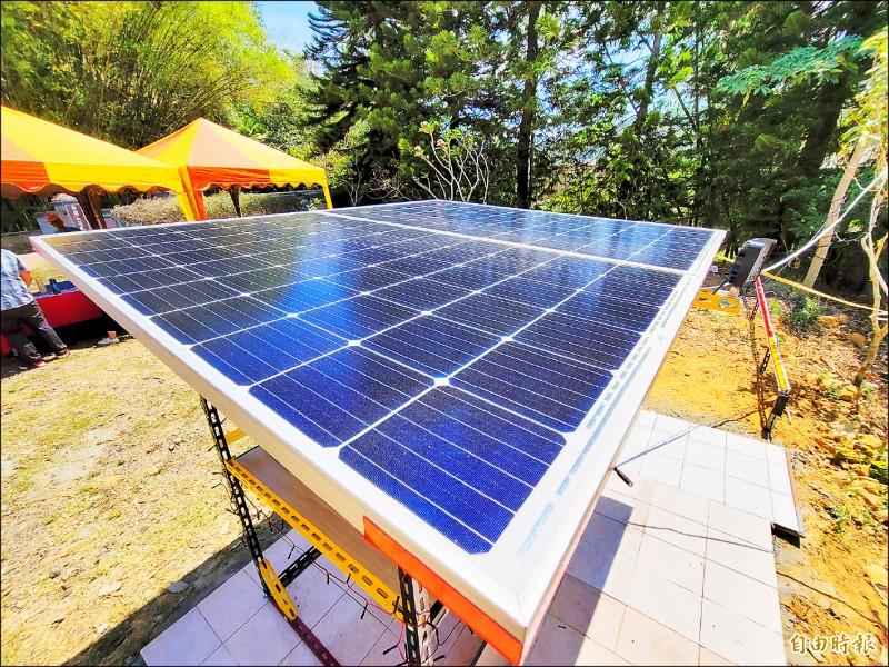 國立聯合大學能源工程系師生研發太陽能光電系統,並結合觀光休閒農業,率先導入南投縣國姓鄉的休閒農場。(記者佟振國攝)