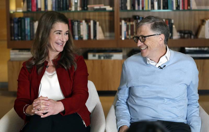 比爾蓋茲(右)與妻子梅琳達(左)日前宣布結束27年的婚姻。(美聯社)