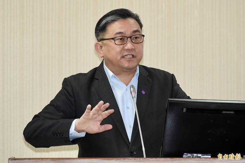中國外交部發言人發言人華春瑩昨表示,「沒有誰比我們更關心台灣同胞的健康福祉」。民進黨立委王定宇臉書發文神回應。(資料照)