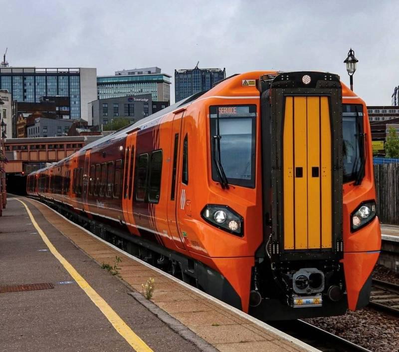 英國西米德蘭火車公司日前透過電郵發給旗下2500名員工一封慰勞信,標題意在感念同仁的辛勞,將加發一筆獎金,結果點開才發現是公司資安部門所發出的「網路釣魚電郵」。(圖翻攝自West Midlands Railway官方臉書)