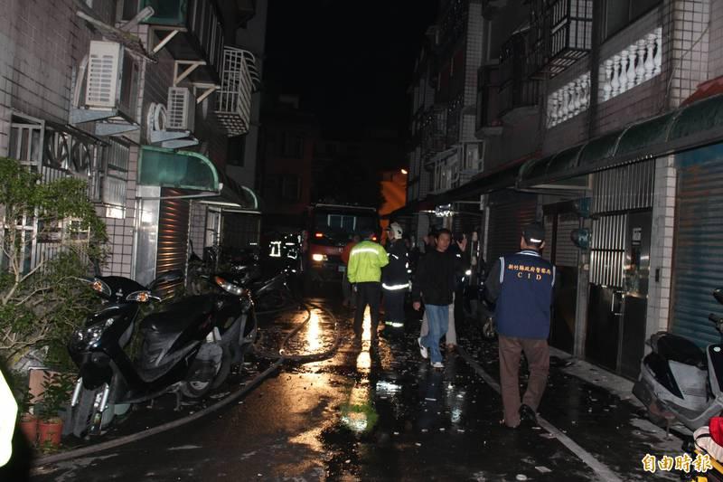 2013年1月16日新竹縣新埔鎮林宅火警引起社會關注,圖為當年現場情況。(資料照,記者黃美珠攝)