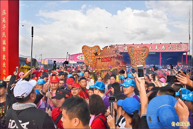 雲林六房媽過爐遶境活動吸引數萬名信徒隨香。(資料照,記者黃淑莉攝)