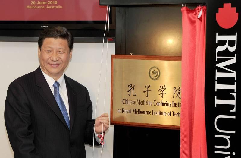 2010年6月20日,當時擔任中國國家副主席的習近平訪問澳洲,為墨爾本皇家理工大學的中醫孔子學院主持揭牌儀式。(法新社檔案照)