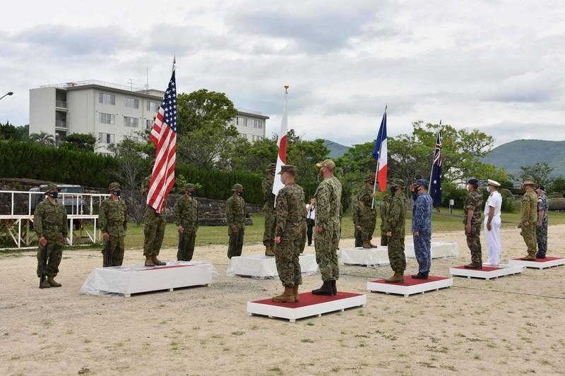 美國、日本、法國、澳洲4國部隊,11日至17日在日本舉行聯合演習。圖為演習開幕式在長崎縣佐世保市的相浦陸自駐地舉行。(法新社)