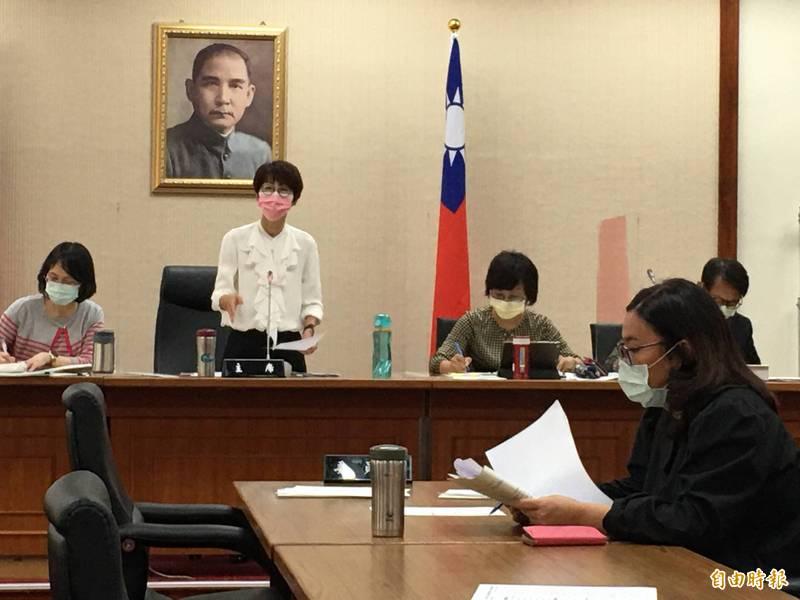 立法院經濟委員會今審查法案,委員會召委陳亭妃在會議一開始宣布立院防疫作為。(記者林良昇攝)