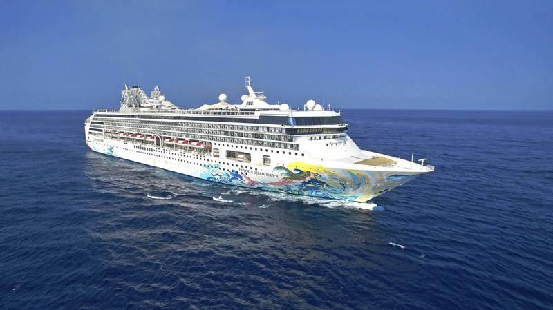 因應疫情升溫,航港局表示,即起至6月8日探索夢號跳島、環島郵輪預防性停航。(星夢郵輪提供)